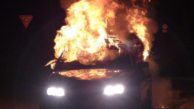 В Красногвардейском районе задержали молодого поджигателя Mercedes