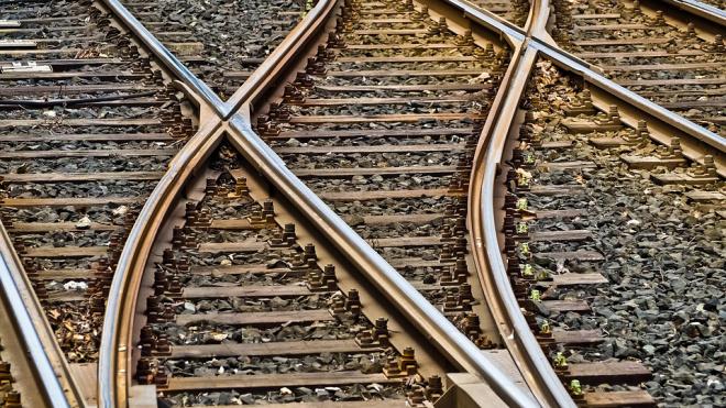 В Ленобласти поезд сошел с рельсов. Виновата стрелка