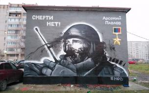 Вандалы с валиками испортили граффити с Моторолой и Нурбагандовым в Петербурге