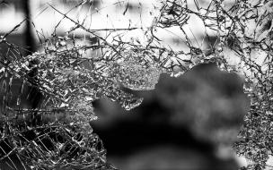 Пассажир скончался после съезда легковушки в кювет в Приморском районе