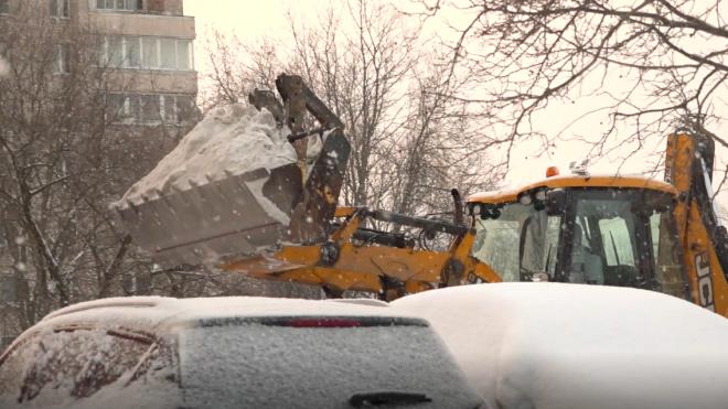 Цивилев: в Петербурге зафиксировано более сотни случаев повреждения авто от упавшей наледи