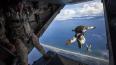 Разведчики ЗВО десантировались с высоты 2500 метров ...
