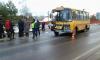 Под Новгородом в школьный автобус с детьми вошла огромная труба
