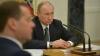 Путин указом сократил на 10% зарплату себе и Медведеву