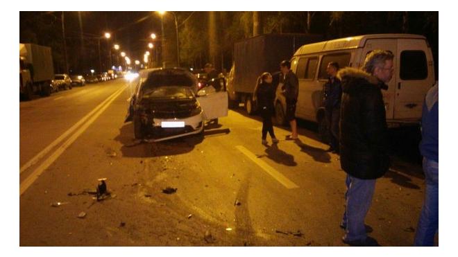 Бухой таксист разнес четыре припаркованных авто на улице Есенина