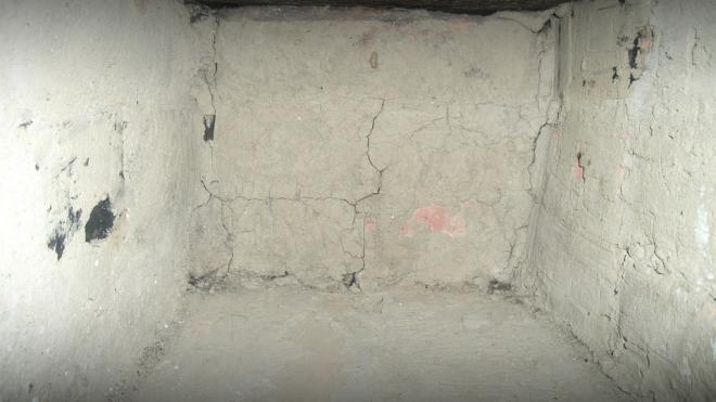 В подвале дома на Большевиков нашли труп незнакомца без нижнего белья