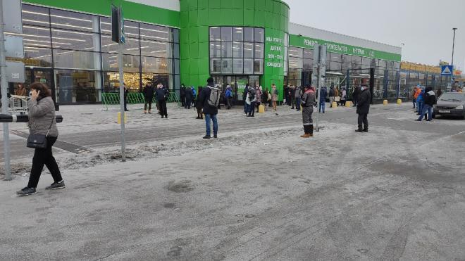 Leroy Merlin эвакуировали в Петродворцовом районе
