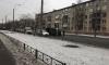 Грузовик завалился на бок на Новосибирской улице