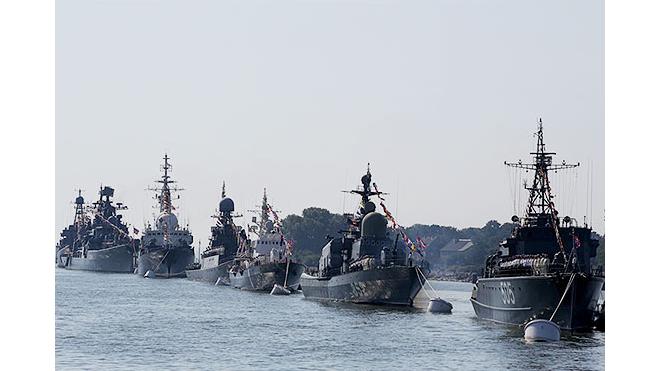"""Корабли, участвовавшие в параде ВМФ, отправляются """"домой"""""""