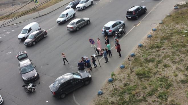 На Полюстровском проспекте иномарка сбила двух байкеров