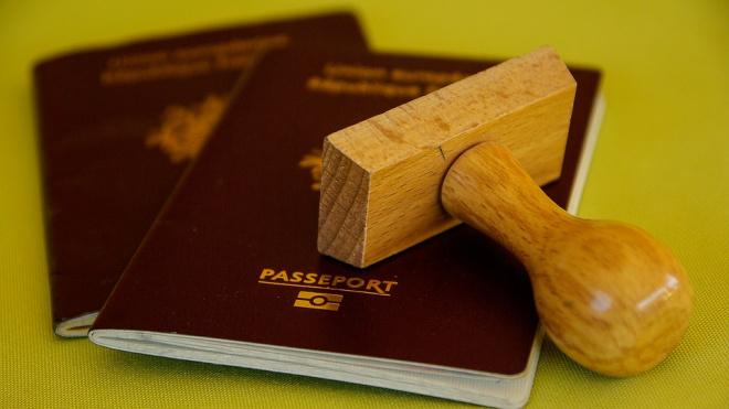 Житель Петербурга нашел чужой паспорт и присвоил его себе