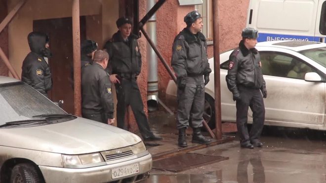 Полиция проводит обыски после массовой драки в центре Петербурга