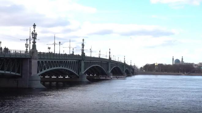 В ночь на вторник в Петербурге разведут 7 мостов