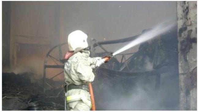 Пожар на складе в Невском районе тушили по повышенному уровню сложности