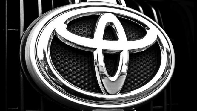 Toyota на скорости влетела в автоперевозчик на проспекте Обуховской Обороны