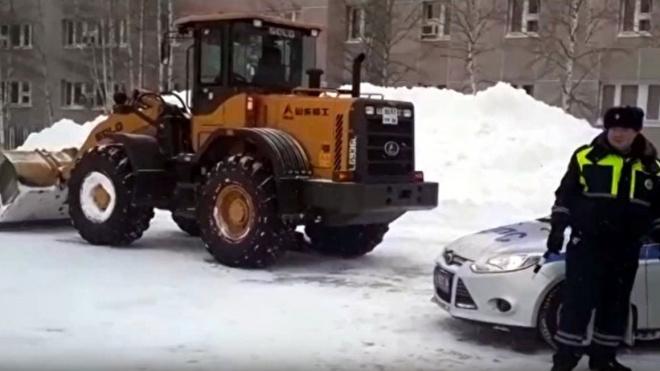 В Сургуте снегоуборочная машина насмерть задавила женщину