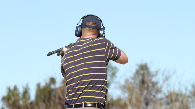 В Колпинском районе мужчина выстрелил в окно соседки из ружья