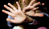 В Новосибирске пропавшую девочку нашли живой в клетке в подвале общежития