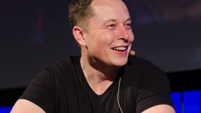 Илон Маск потерял место в пятерке богатейших людей мира