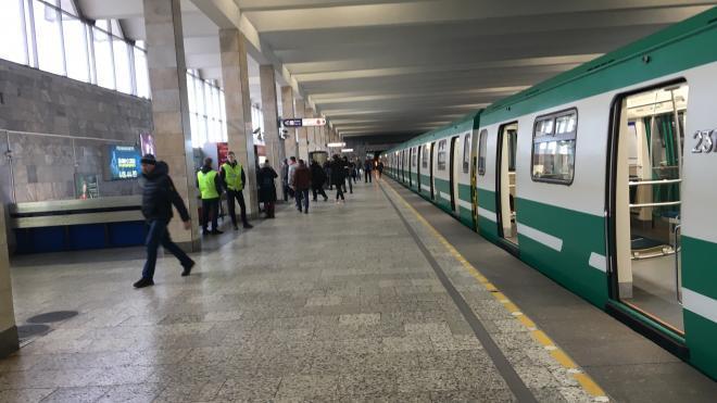 Злоумышленник сообщил о заминировании станций петербургского метро