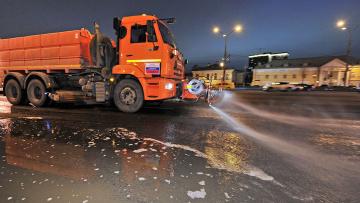За прошлую неделю с улиц Петербурга вывезли 2,6 тысяч тонн загрязнений