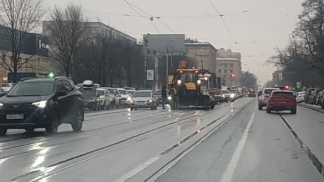 ДТП с трактором остановило движение трамваев на Энгельса