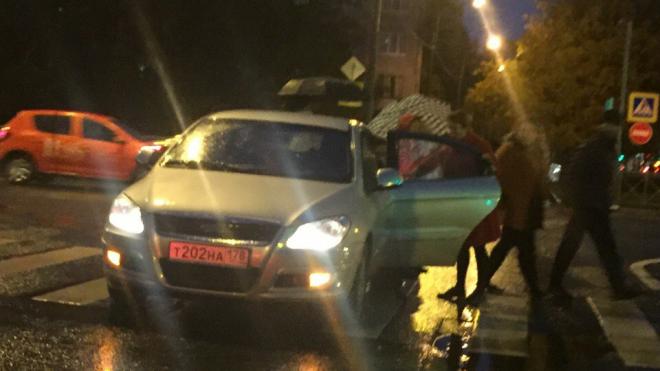 В Калининском районе автоледи сбила женщину и забрала ее с собой
