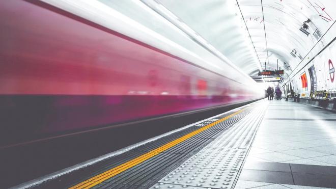 Петербургский блогер продемонстрировал экстремальный танец на вагоне метро