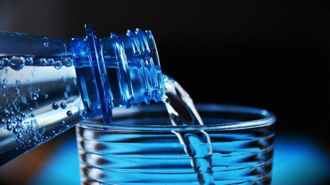 Жители Кингисеппа пожаловались Дрозденко на отсутствие качественной питьевой воды
