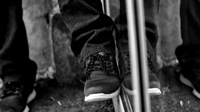 Суд прекратил дело петербуржца, укусившего в ногу охранника Александровской больницы