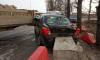 Автомобиль попал в бетонную ловушку на Пулковском шоссе