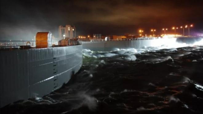 В Петербурге вновь частично закрыли дамбу из-за угрозы наводнения