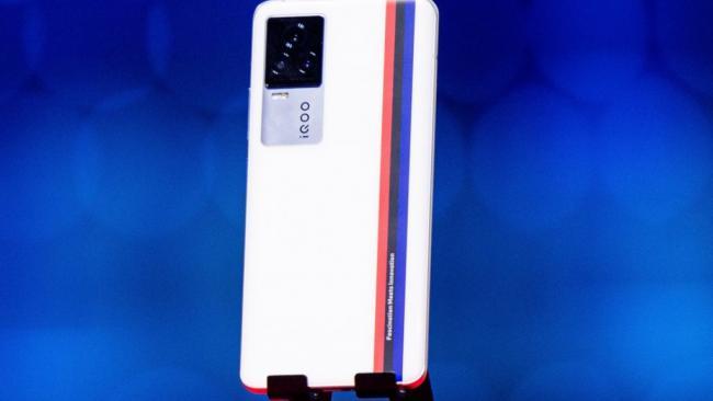 Vivo представила смартфон IQOO 7