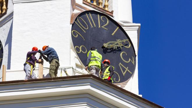 На Часовой башне в Выборге стартовал монтаж балясин