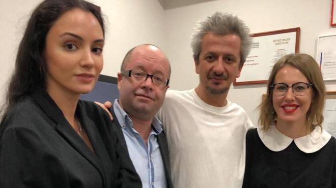 """Собчак поддержала Богомолова на премьере спектакля """"Преступление и наказание"""""""