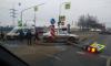 Машина повалила дорожный знак и светофор на Красносельском шоссе