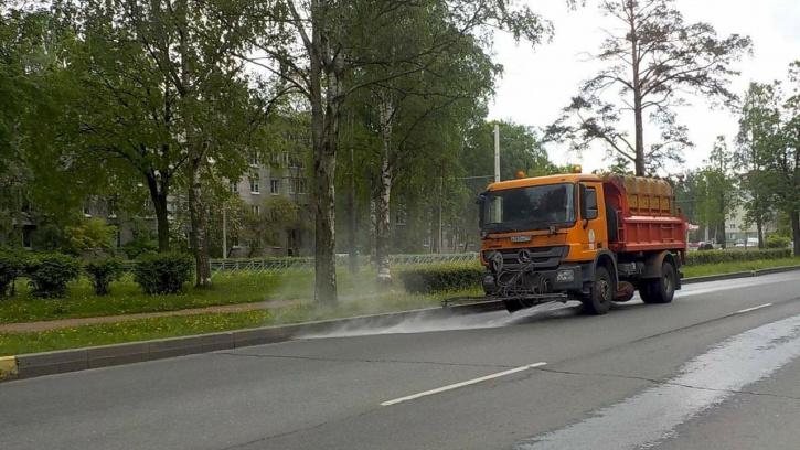 За прошлую неделю с улиц Петербурга убрали 3,3 тыс. тонн загрязнений