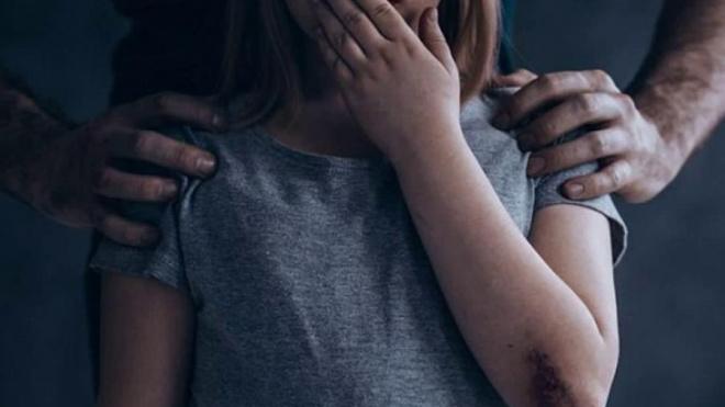 В Астраханской области отчим регулярно насиловал несовершеннолетнюю падчерицу
