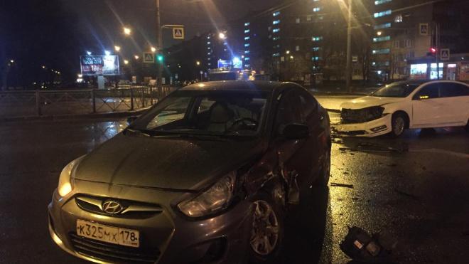 """""""Hyundai"""" влетел в """"Volkswagen"""" на перекрестке Белы Куна и Пражской"""