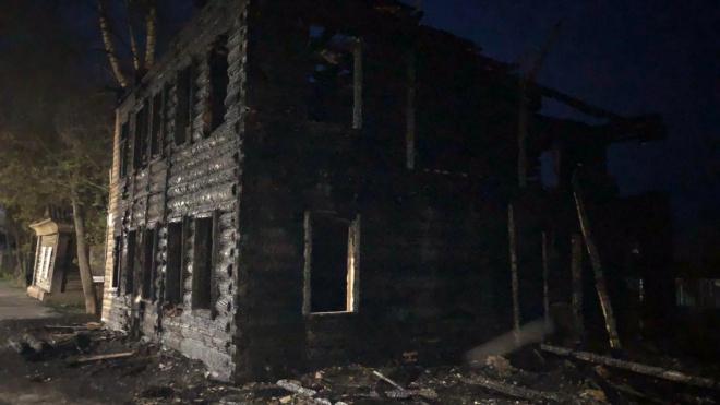 Вандалы сожгли исторический дом в Новой Ладоге