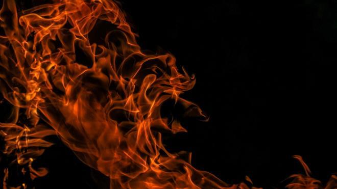 На Вознесенском проспекте загорелась машина