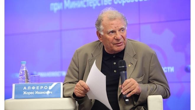 Петербург выдвинул Жореса Алферова в кандидаты на пост президента РАН