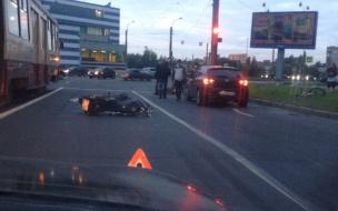 Массовой дракой и переломом ноги закончилось ДТП с участием мотоцикла на Шлиссельбургском проспекте
