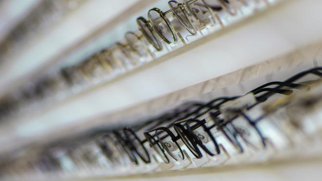 В Пулково поймали похитителей люксовых очков из бутика