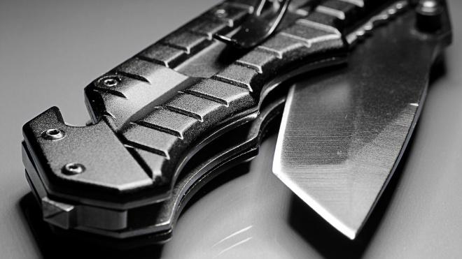 В пылу драки в парадной на Петроградке мужчину ударили ножом