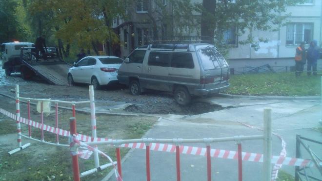 На Маршала Тухачевского во время ремонта трубы провалился асфальт