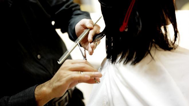 В Петербурге 13 июля возобновят работу салоны красоты и бани
