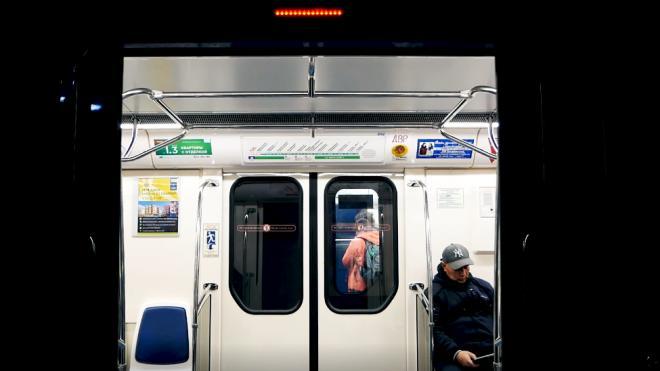 Пассажирам петербургского метро напомнят о правилах этикета