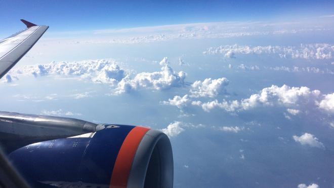 Самолет из Бангкока с петербуржцами на борту летит полупустым