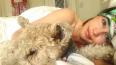 В постели с собакой: Эмилия Кларк выложила смелое ...